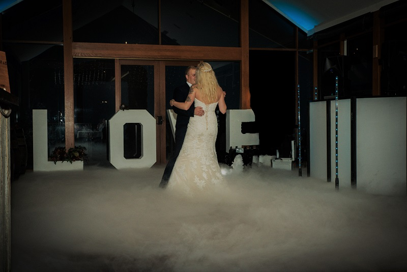 Wedding DJ MC Yarra Valley – The Difference Between a DJ and an MC