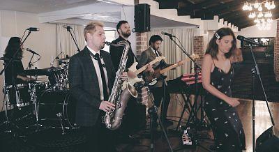 Wedding DJ Melbourne Planning – Live Band Or DJ?